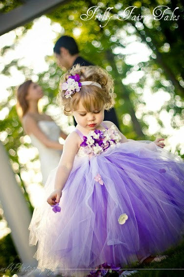 Figuras personalizadas boda y ramos de mariposas para for Little flower girl wedding dresses