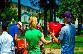 10 Lamaran Romantis Yang Berakhir Berantakan