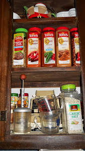 Middle spice side cupboard