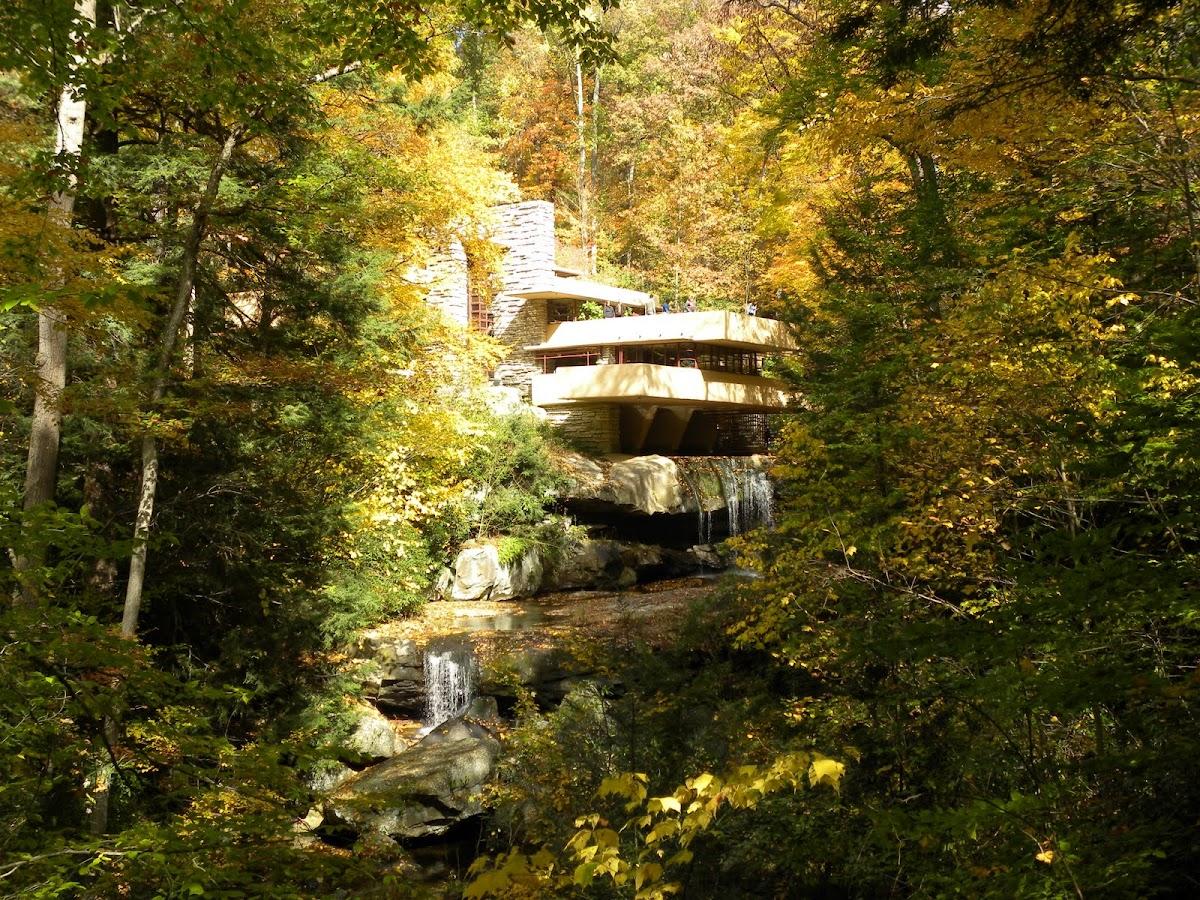 http://4.bp.blogspot.com/--qeOZ_YEhgo/UUImNPAqTOI/AAAAAAAAAAM/afNOmHSeTEE/s1200/fallingwater+1.jpg