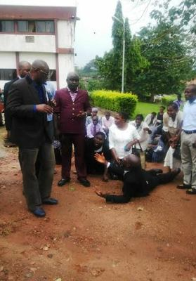 Ekiti Civil servants prostrating for Ayo Fayose