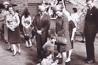 The queen s visit to the children s shelter 139 the hardgate october 7