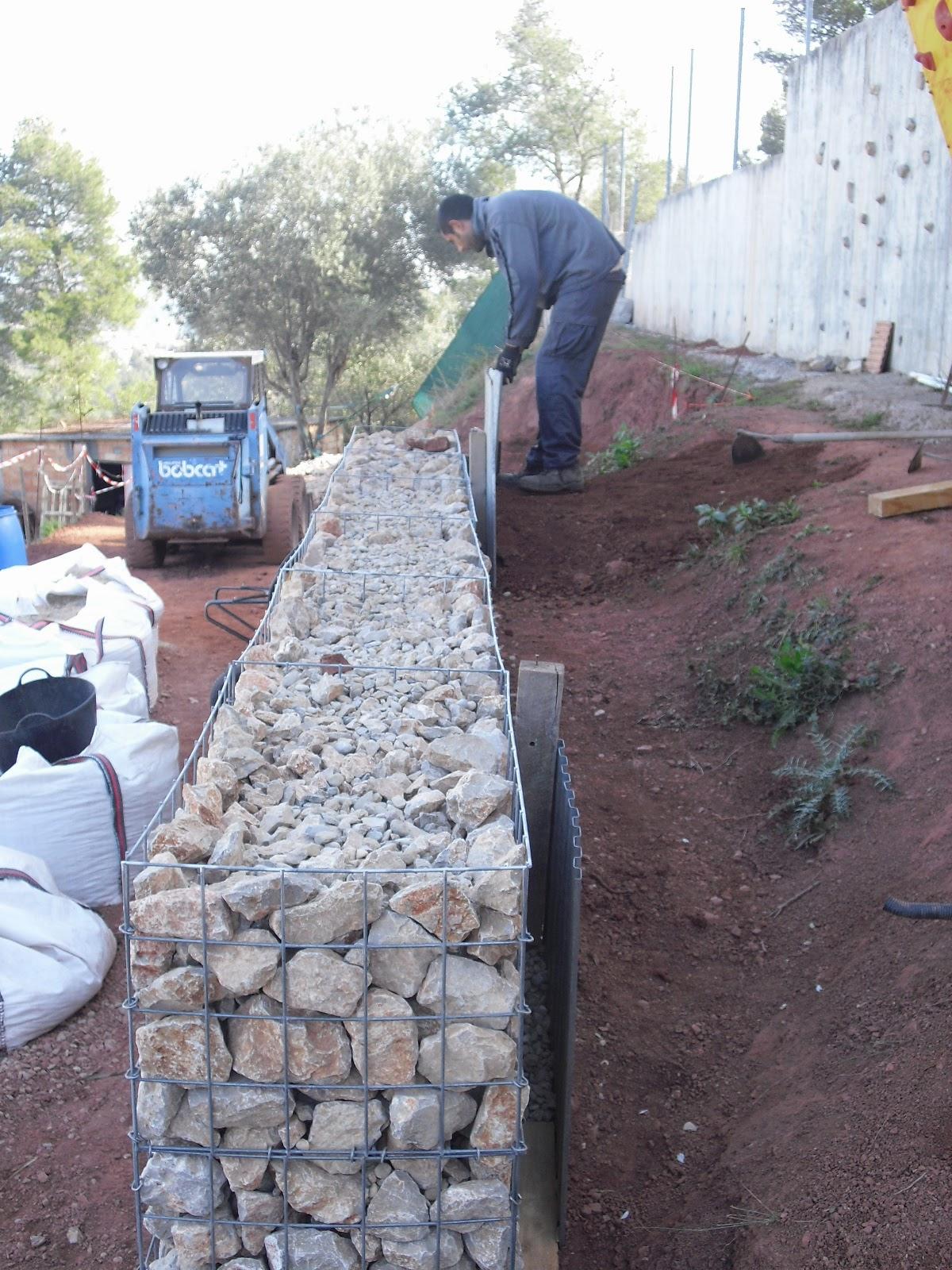 Nuestra casa contenedor llenando gaviones - Malla para gaviones ...