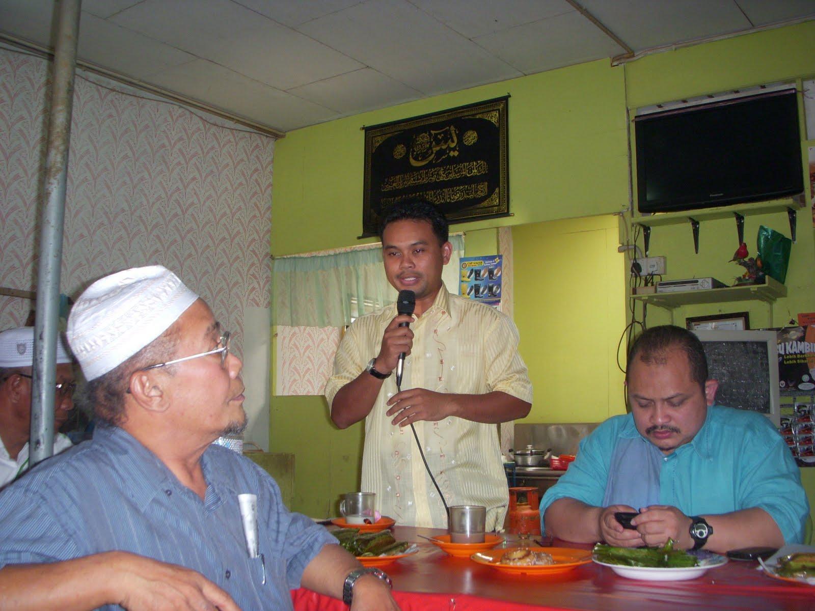 Dari kiri Sdr Shamsul Iskandar Sdr Suhaimi Said dan Sdr Karip