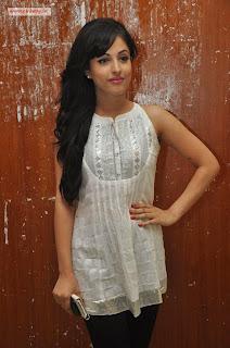 Kiss-Heroine-Priya-Banerjee