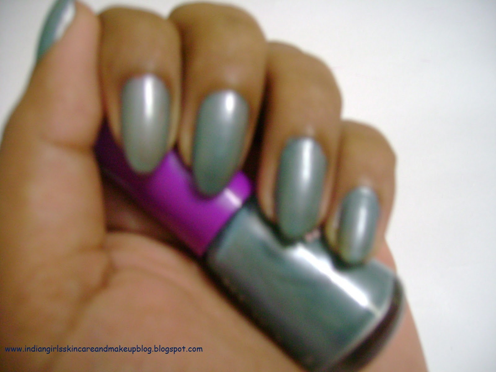 Beauty Angels: Avon Simply Pretty Nail Polish - Frosty Blue -NOTD