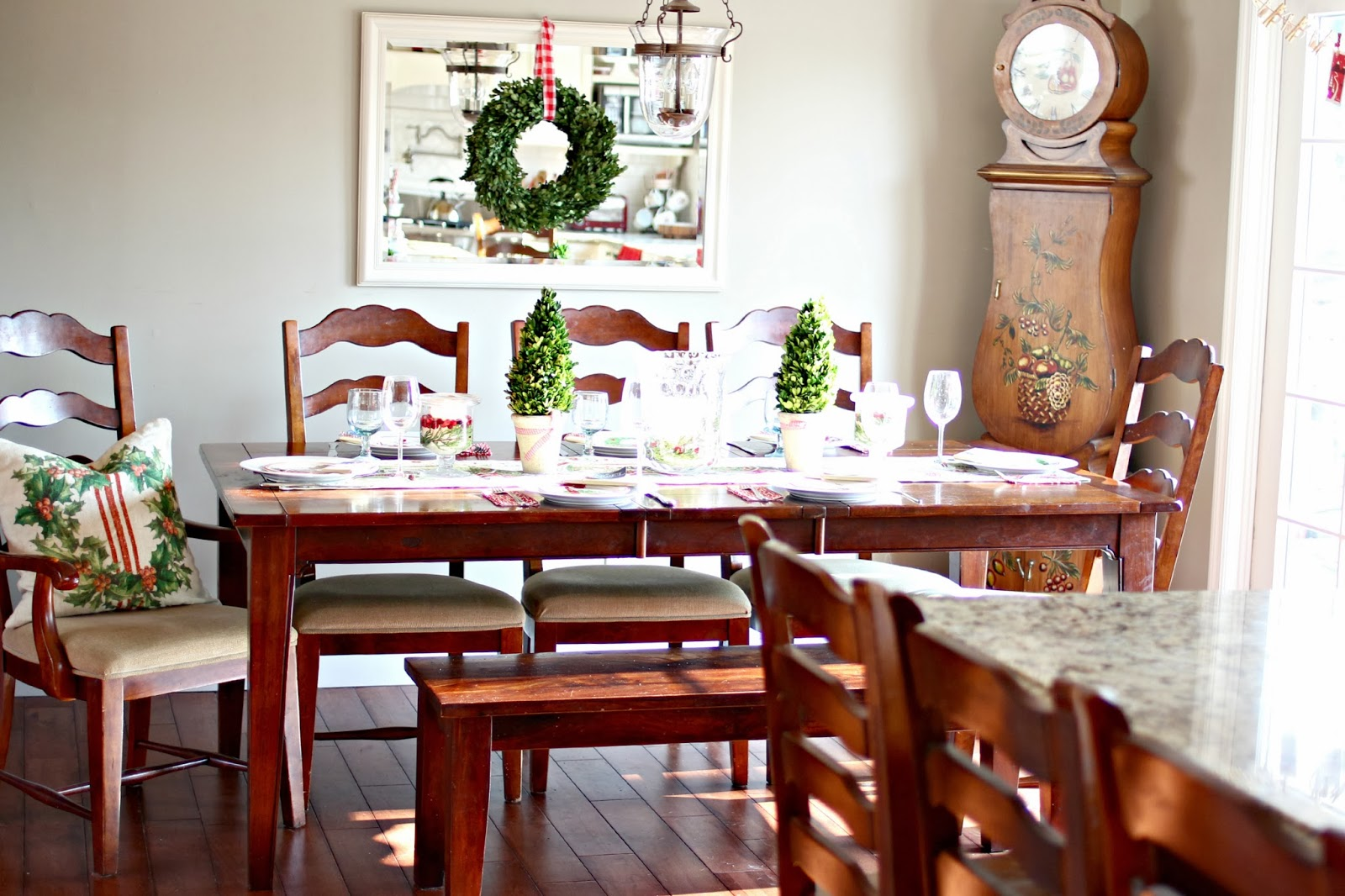 golden boys and me our christmas dining and living rooms christmas casual table scape with preserved boxwood and dining bench www goldenboysandme com