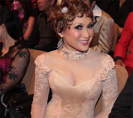 Jue Aziz tayang lurah tetek pada Anugerah Skrin 2012