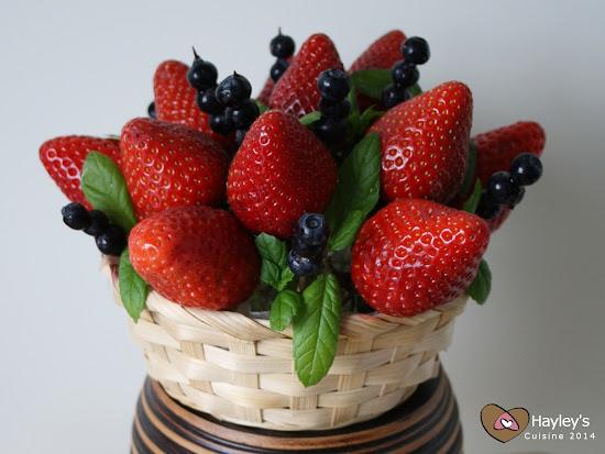 Mansikkakimppu äidille (strawberry bouquet)