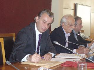 Ειδική Συνεδρίαση του Περιφερειακού Συμβουλίου τη Δευτέρα 26 Νοεμβρίου για τις επιπτώσεις εφαρμογής του Ν. 4093/2012 στην Περιφέρεια Στερεάς Ελλάδας. Διαθεσιμότητα, Απολύσεις, Επίτροπος, περικοπή πόρων