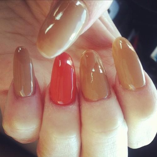 Utterly Dashing: Almond Shaped Nails
