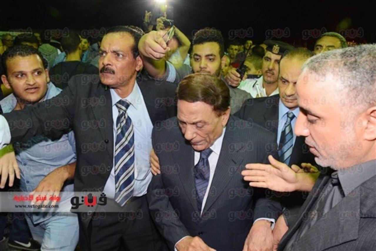 شاهد ماذا فعل «بودي جارد» عادل إمام اليوم في عزاء الراحل سعيد صالح
