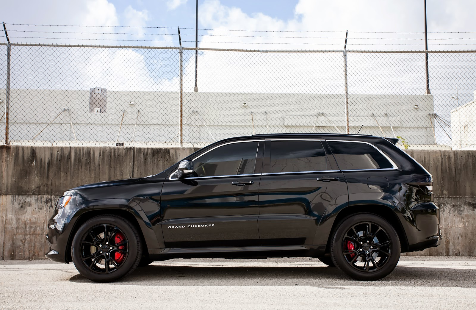 motoring jeep grand cherokee srt8 on oem wheels supercars show. Cars Review. Best American Auto & Cars Review