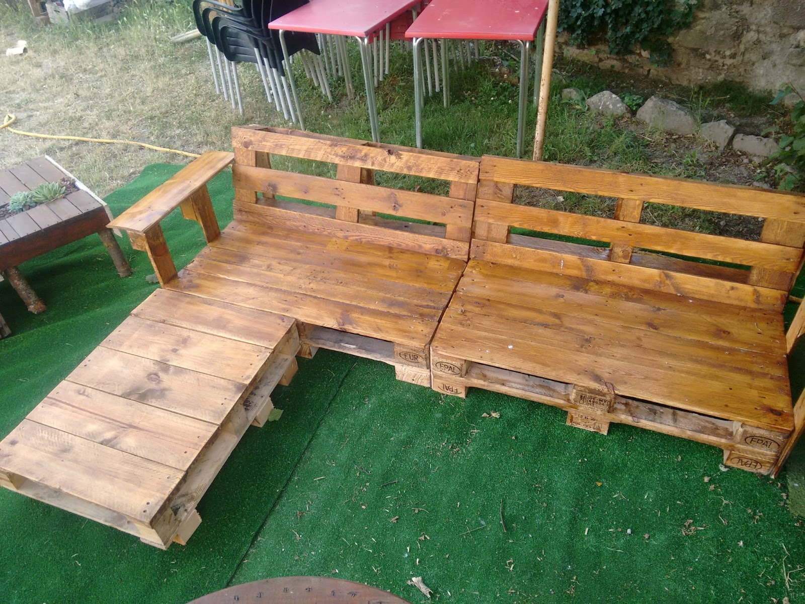 Sofa con palets jardin amazing crea un rincn especial en for Sofas palets jardin