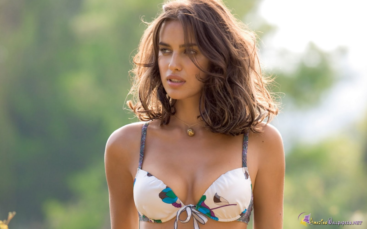 http://4.bp.blogspot.com/--scJsVGe8Fs/T0PKD3qACMI/AAAAAAAADkg/VhNR3KDEe3M/s1600/russian_model_irina_shayk_in_white_hot_bikini_hd_wallpaper-1280x800.jpg