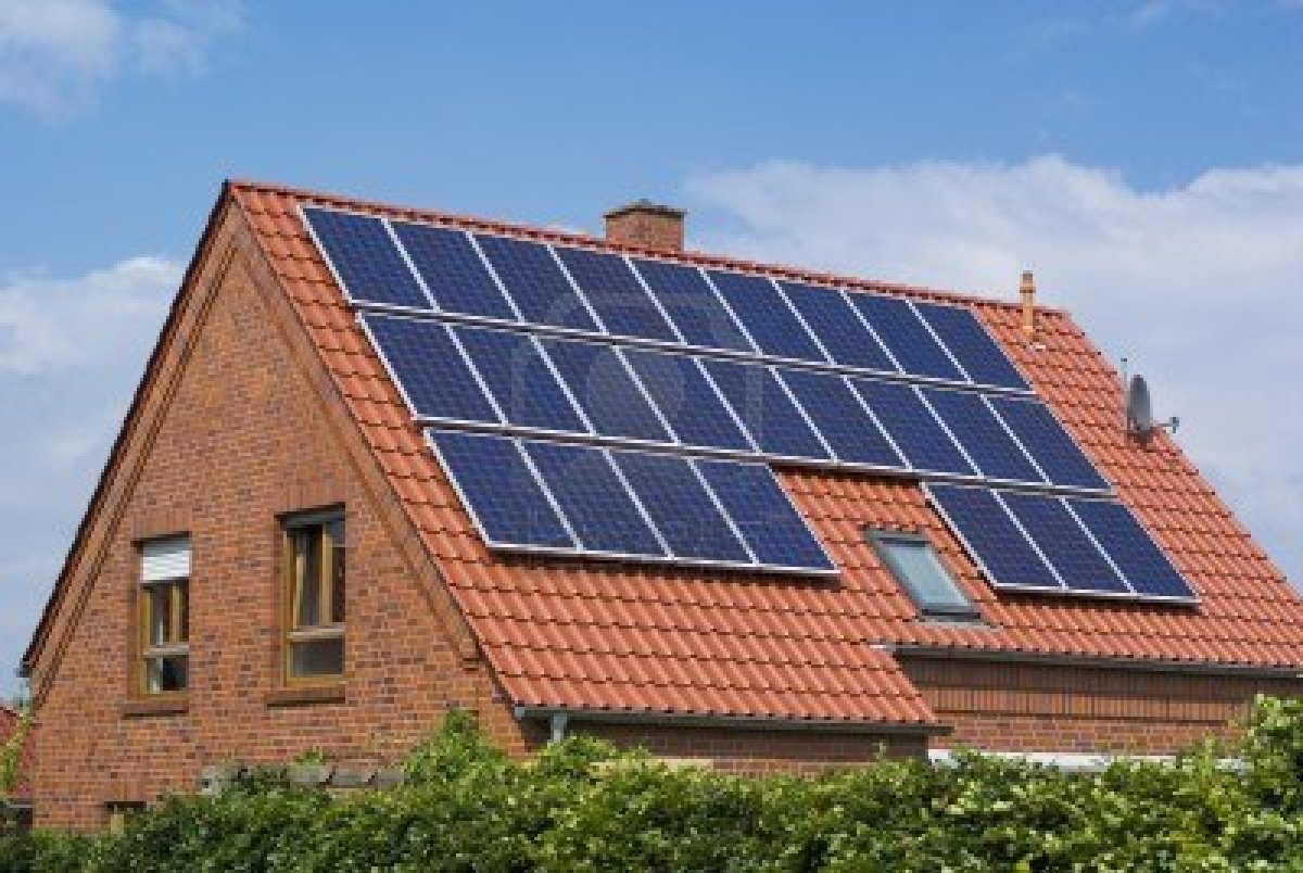 ... www.123rf.com/photo_5137873_solar-panels-on-the-roof-of-a-house.html