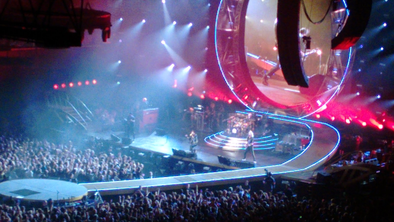 queen close-up stage