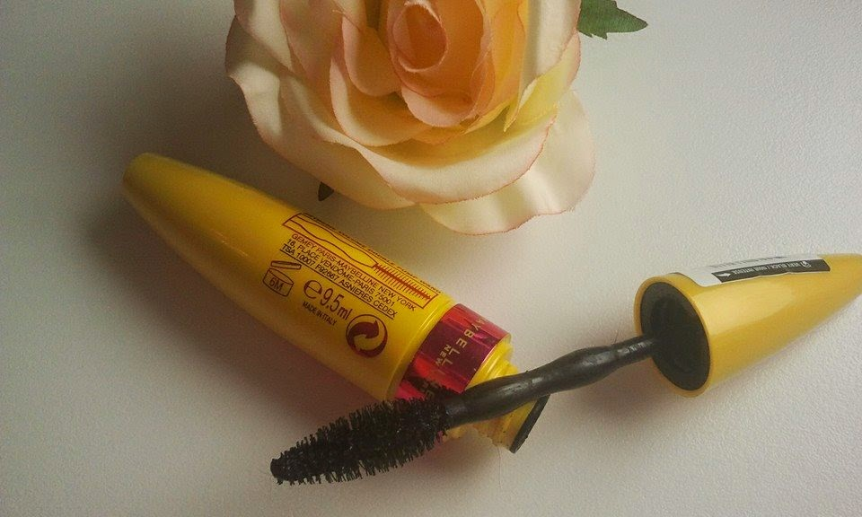 Maybelline-go-extreme-mascara-open-with-rose-on-my-table