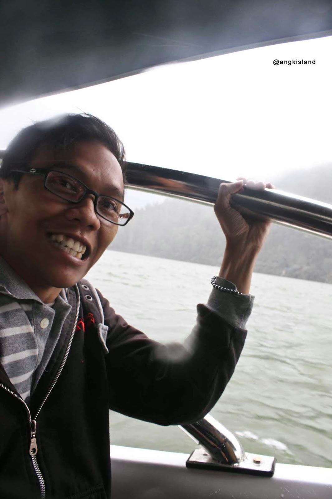 naik boat sarangan