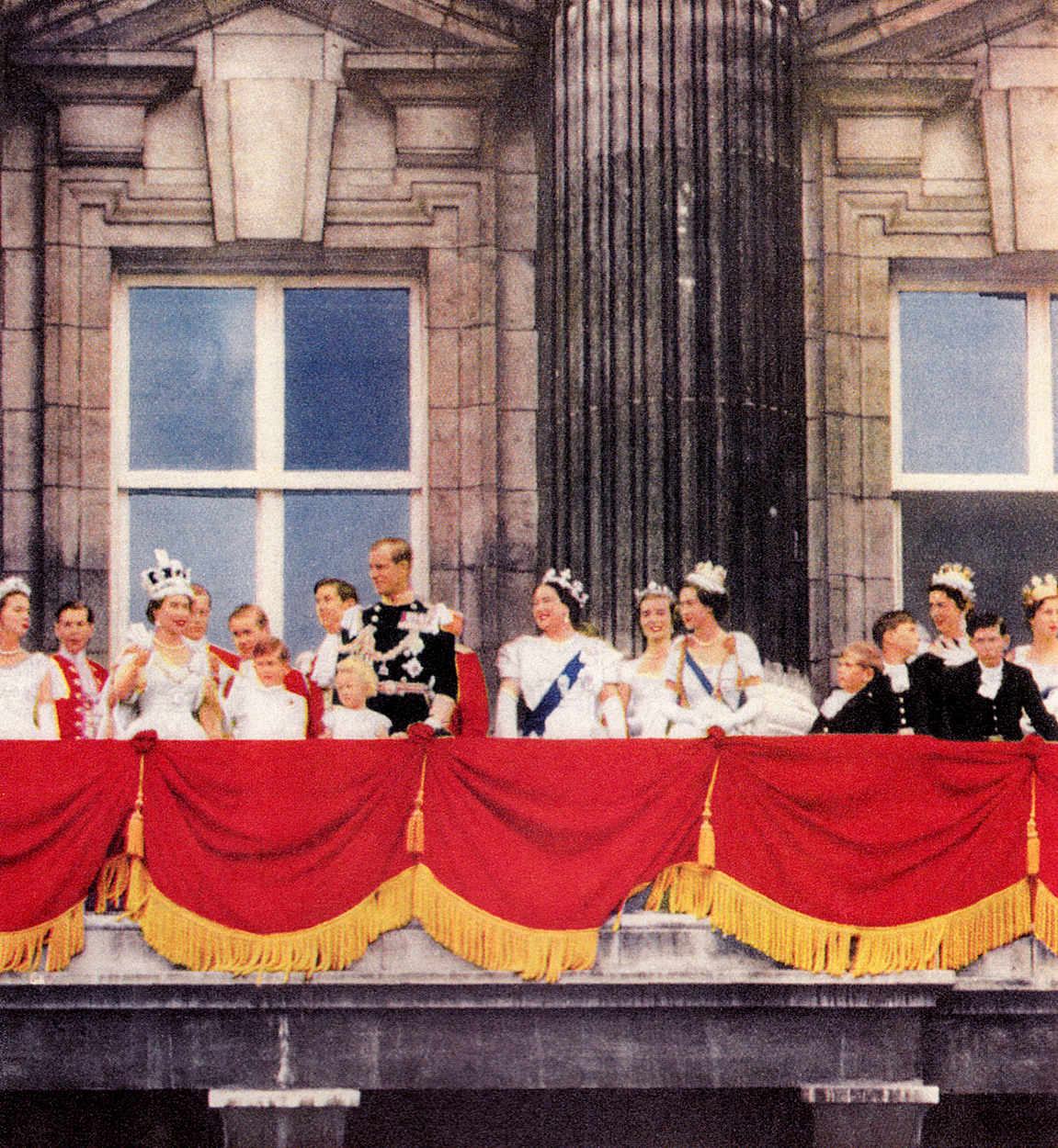This england the coronation of queen elizabeth ii for Queen on balcony