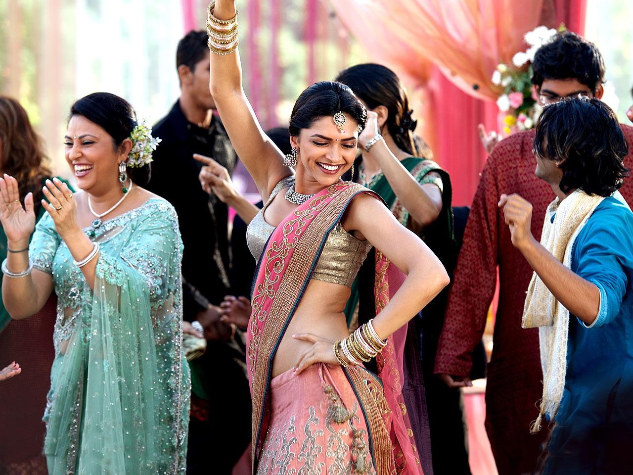 Bolywood actres: Deepika padukone height Pitures