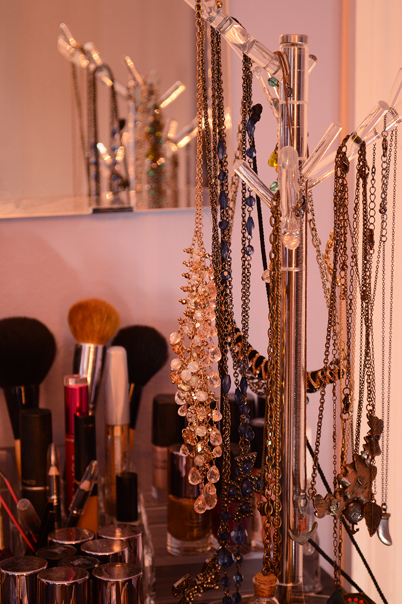 jewelry stand and nail polish on Fashion Blogger Anais Alexandre of Down to Stars dresser