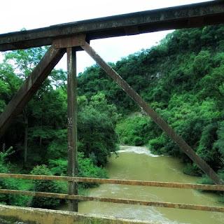 Ponte de ferro do Passo Zeferino sobre Rio das Antas, ligando Flores da Cunha a Antônio Prado.