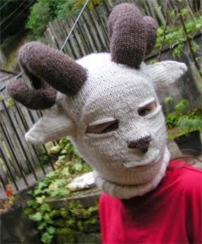 cagoule-tricot-chèvre-halloween