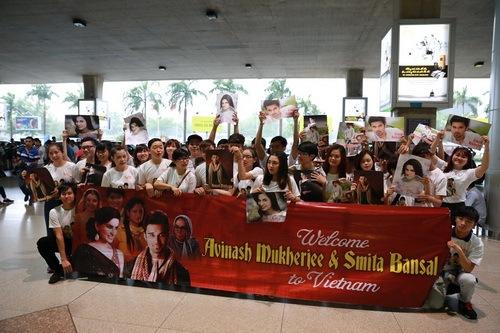 """Hiệu ứng bộ phim """"Cô dâu 8 tuổi"""" lan rộng tại Việt Nam, khi thông tin 2 diễn viên Avinash Mukherjee và Smita Bansal đến TP.HCM nhiều người đã rất hào hứng."""