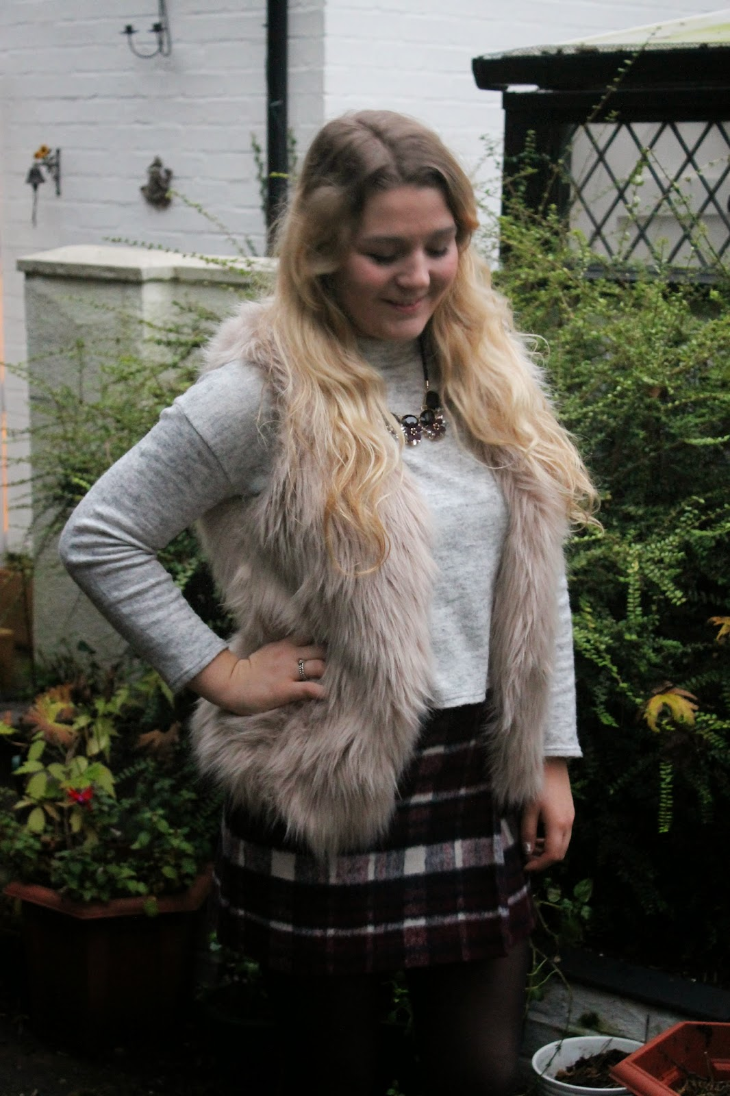 Fur gilet check skirt