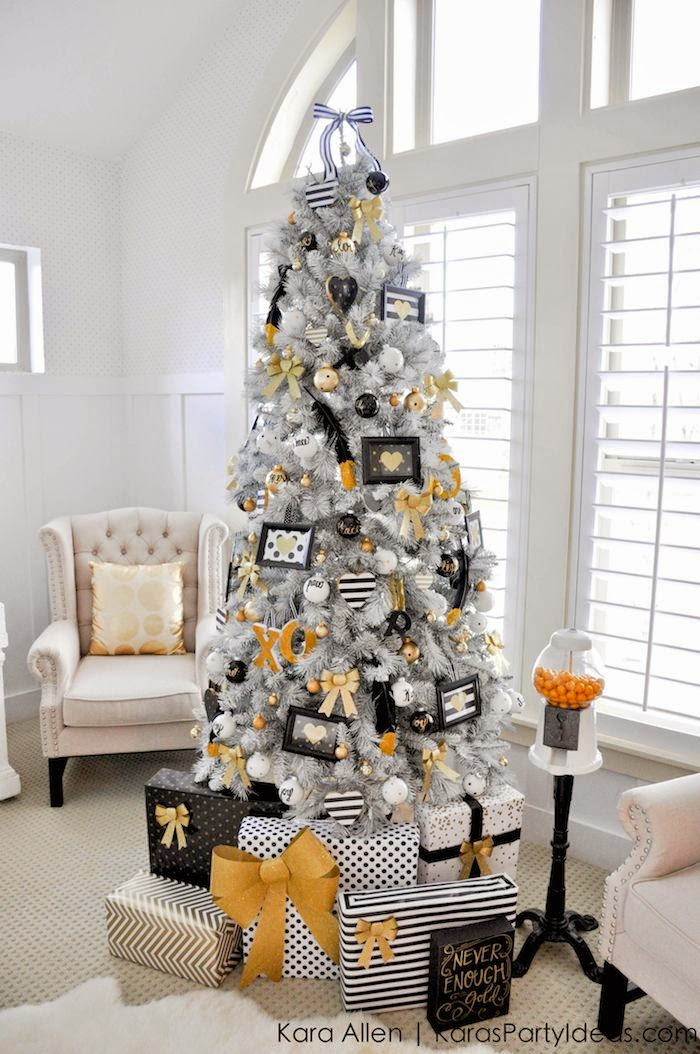anna and blue paperie 10 best christmas tree decorating ideas. Black Bedroom Furniture Sets. Home Design Ideas