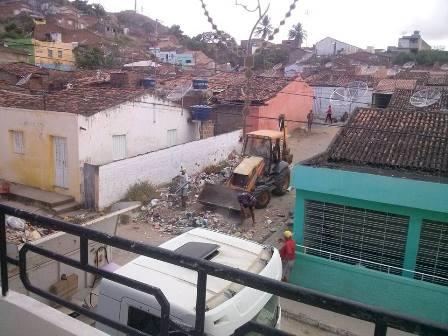 Prefeitura de Limoeiro intensifica limpeza dos bairros