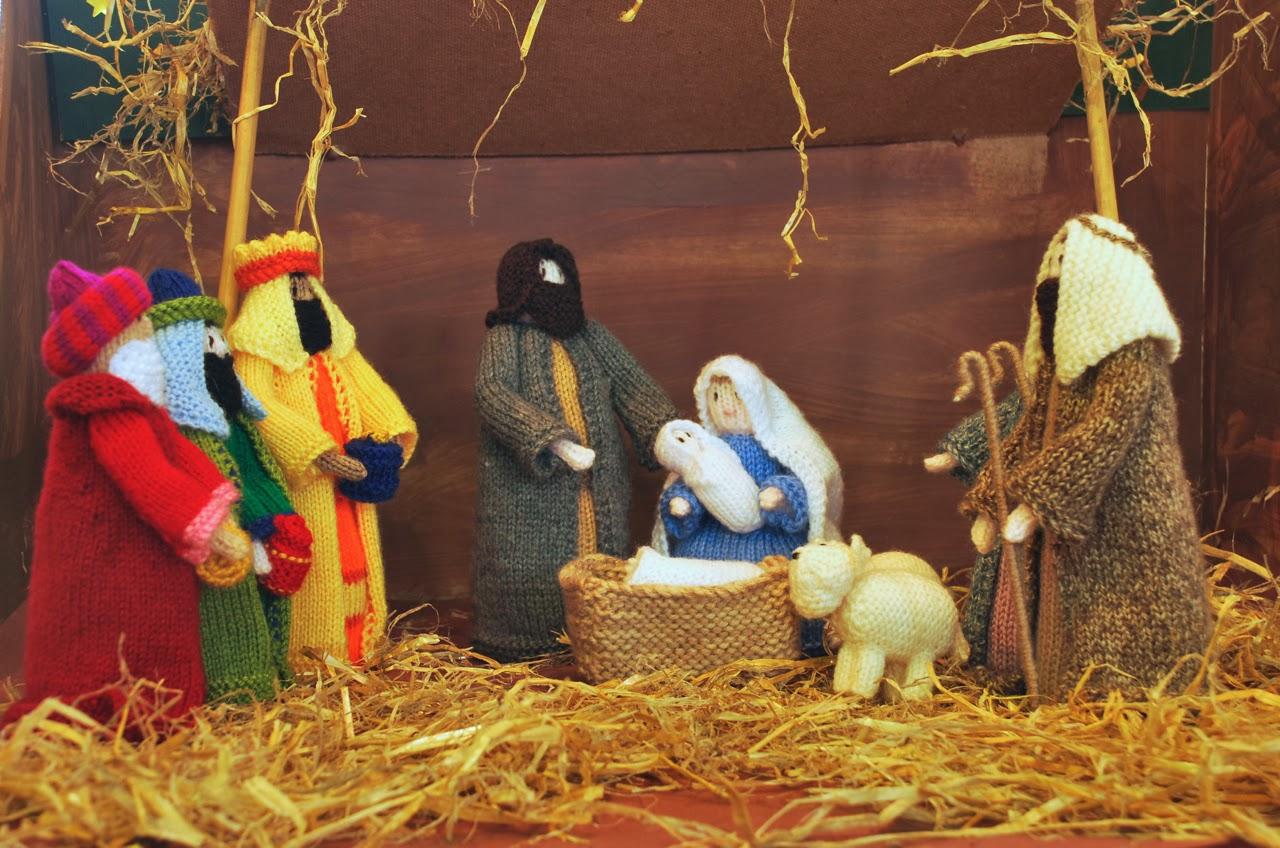 Knitting Pattern Nativity Stable : Stitchin Bints: Finished project, Knitted Nativity