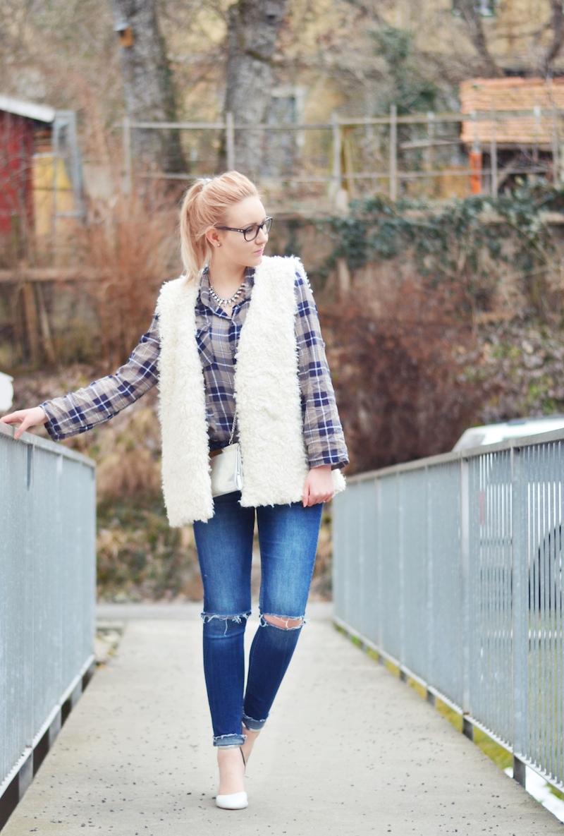 Outfit_kariertes_Hemd_und_Fellweste