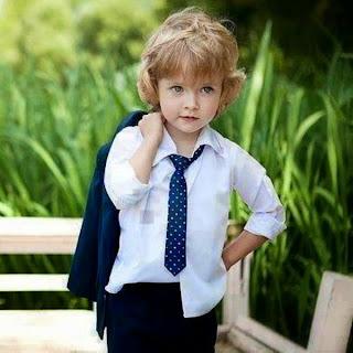 Gambar foto anak laki-laki dengan busana modis