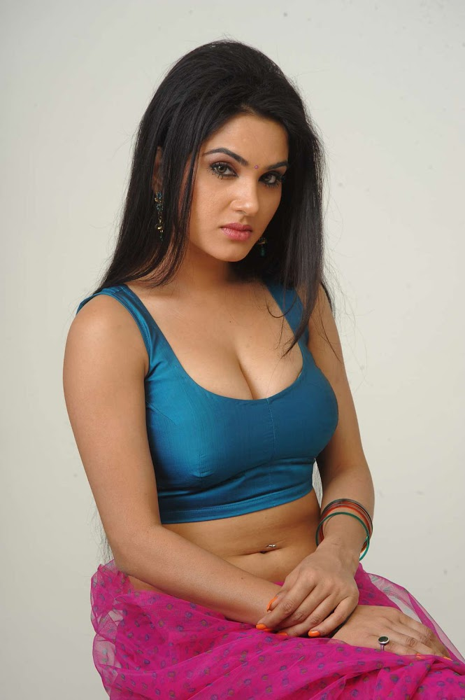 Actress Kavya Singh Sexy And Hot HD Images Showing boobs Very Close