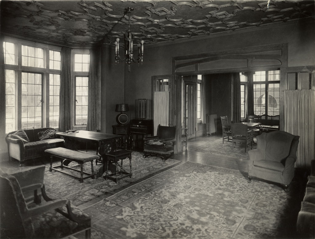 1910s Living Room - Viewing Gallery