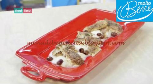 Orata in crosta di olive nere con sedano rapa ricetta Benedetta Parodi per Molto Bene