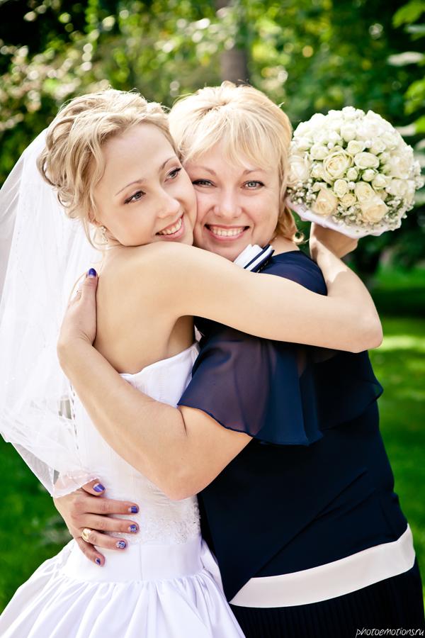 Что может подарить дочь маме на свадьбу