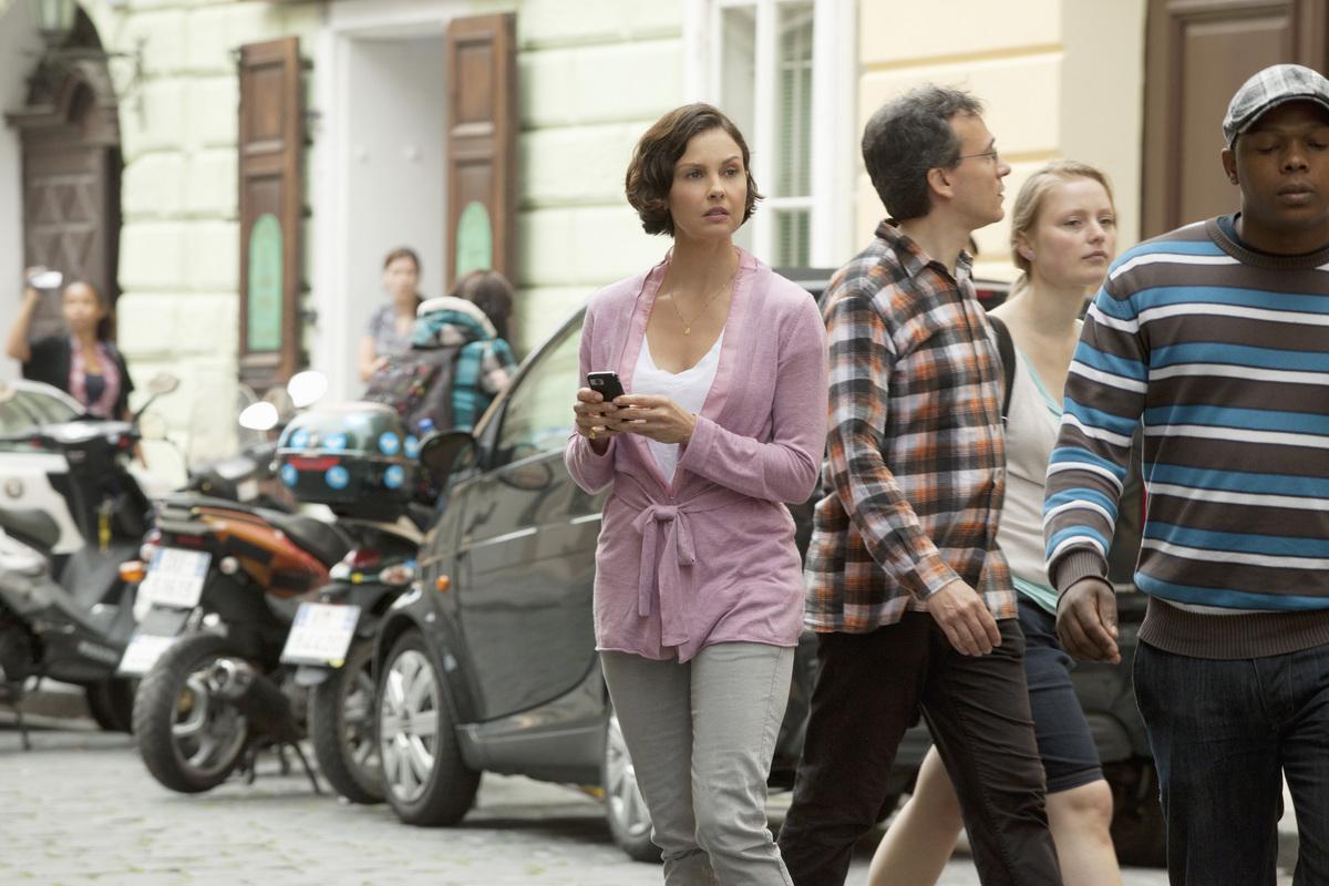 http://4.bp.blogspot.com/--urSdTkFWWU/T2g0cRkzi2I/AAAAAAAAINE/-KsKihy2BMk/s1600/Missing+Ashley+Judd+in+Rome.jpg
