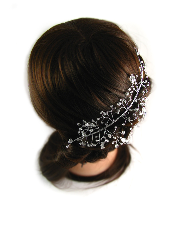 Romantyczna fryzura ślubna ozdobiona gałązką z kryształkami Airy