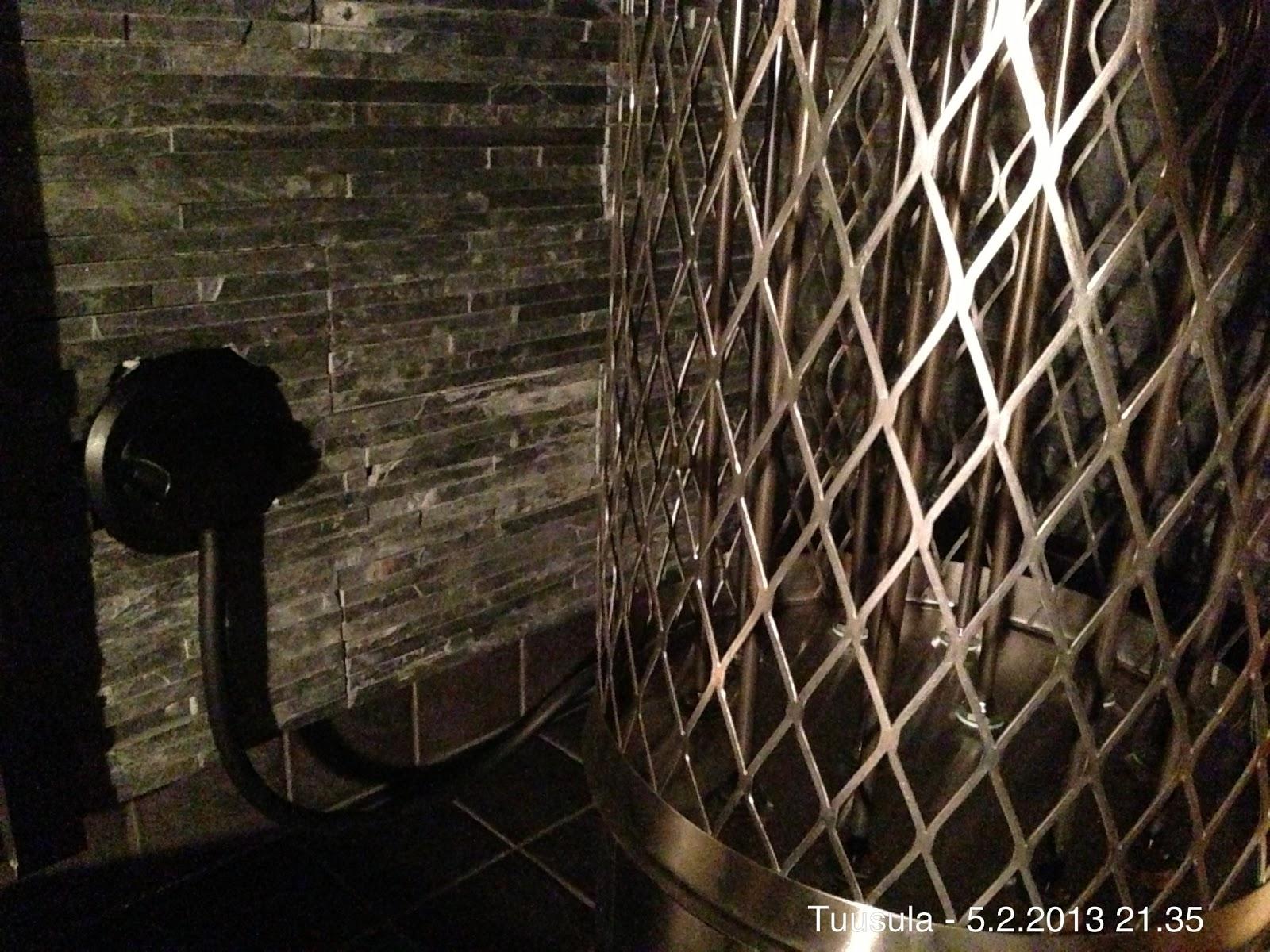Koti Lahelaan: Saunan rakennus - lauteiden runko