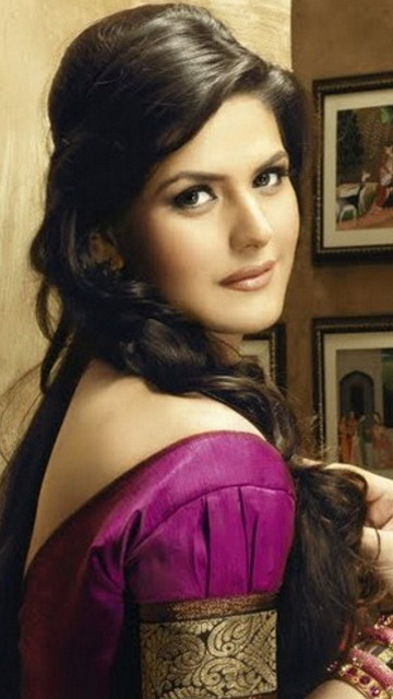 Latest images of Zarine khan