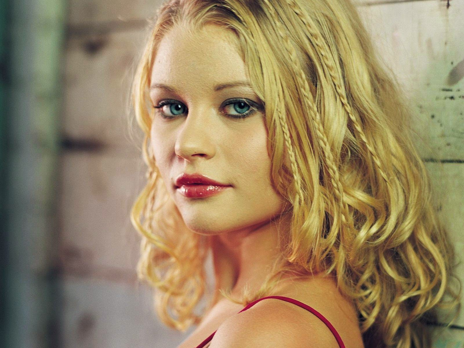 Emilie de Ravin Hd Wallpapers Free Download