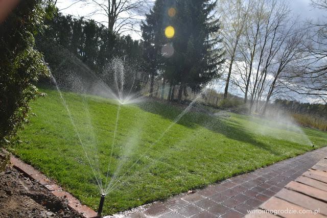 systemy podlewania ogrodow trawnikow zakladanie montaz