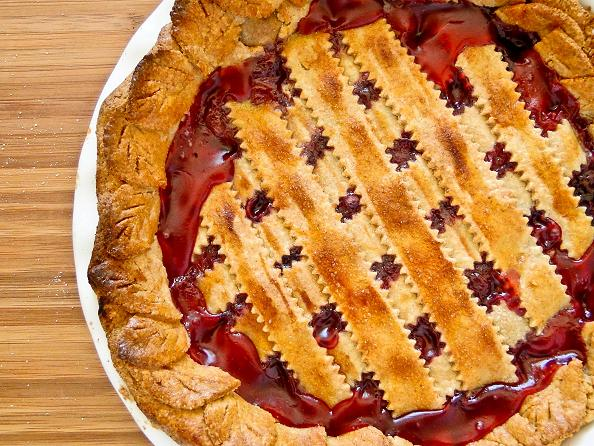 Knitty baker: PPB: Cherry Rhubarb Lattice Pie