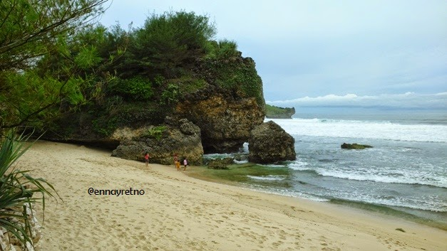 Ennay Journey: Pantai Selili di Gunung Kidul - Jogja