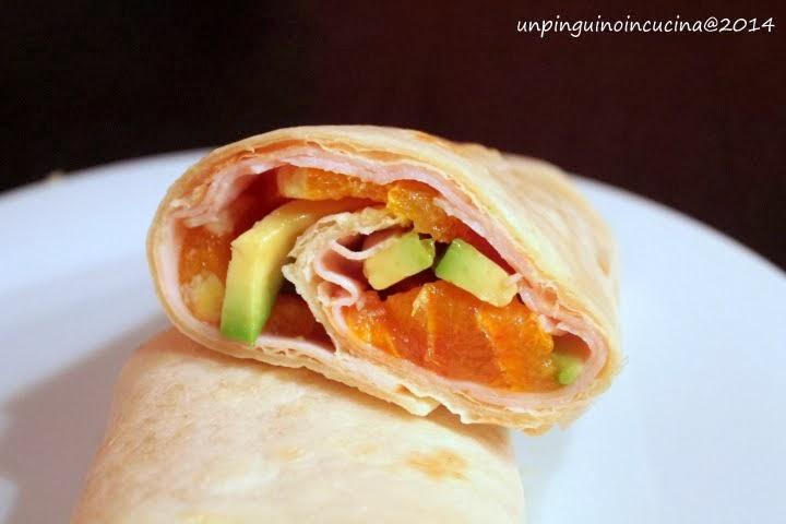 wrap con tacchino, avocado e arancia