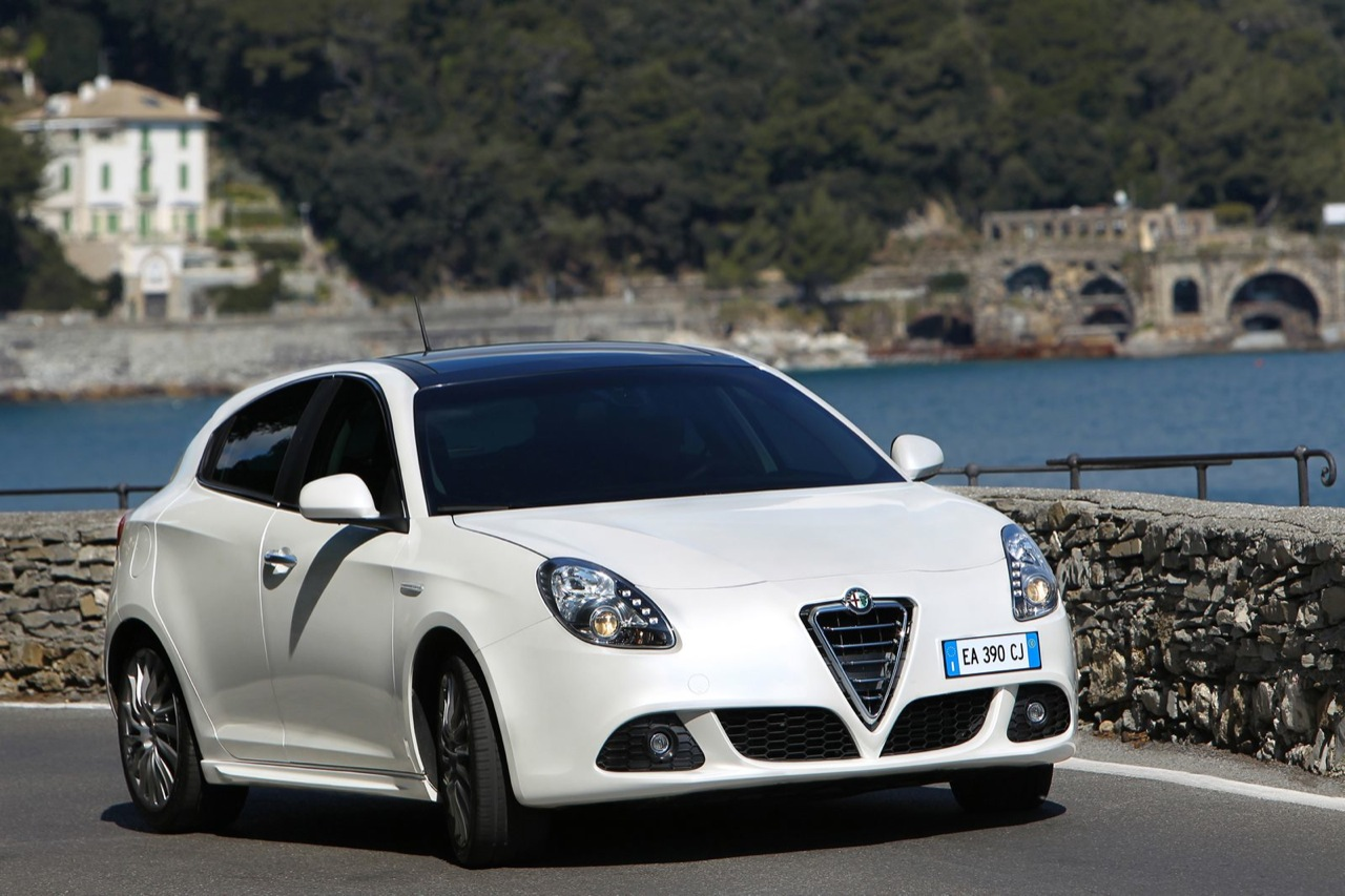 best car wallpapers: 2012 alfa romeo giulietta