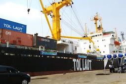 """Hebat, Kapal Berusia 25 Tahun Di-cat tulisan """"TOL LAUT"""""""